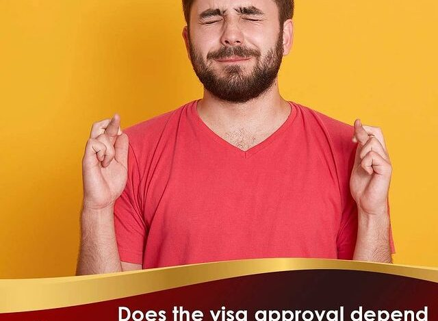 NO! ❌ By no means is this true! ☝️ A visa applicant 📋 will only be approved if the consular officer who interviews him assesses the ties and roots with his country of residence 📋, and considers that it has no intention of emigrating to Canada 🇺🇸 illegally.